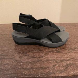 Clark's women's black sandals cloudsteppers 8.5